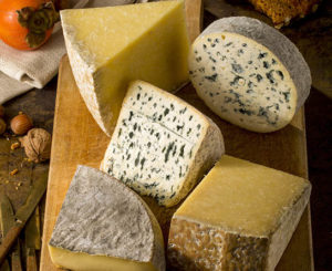 plateau fromage du cantal servis à la chataigneraie